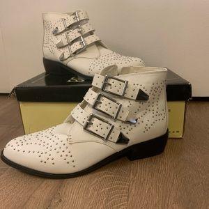 Diba Zeke studded white booties size 9